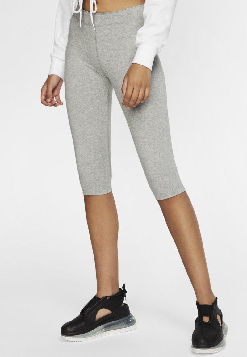 Nike Sportswear - W NSW LEGASEE LGGNG KNEE LNGTH - Leggings - Trousers - dark grey heather