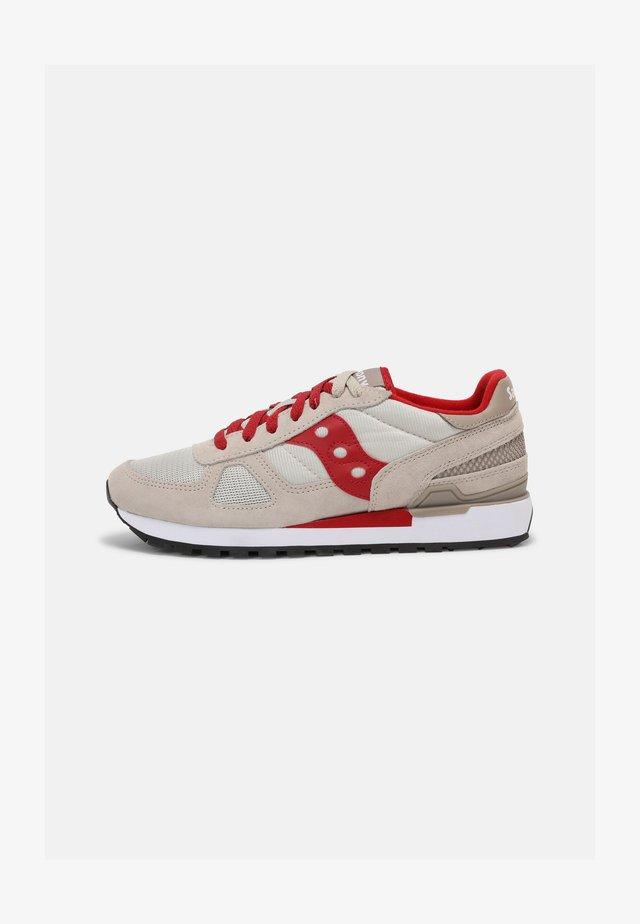 SHADOW ORIGINAL UNISEX - Sneakersy niskie - tan/red
