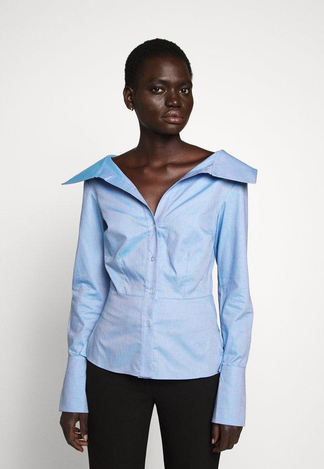 OFF SHOULDER SHIRT - Skjorte - pool blue