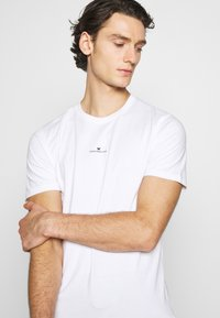 Good For Nothing - FITTED WITH STACKED BRANDING - T-shirt imprimé - white - 3