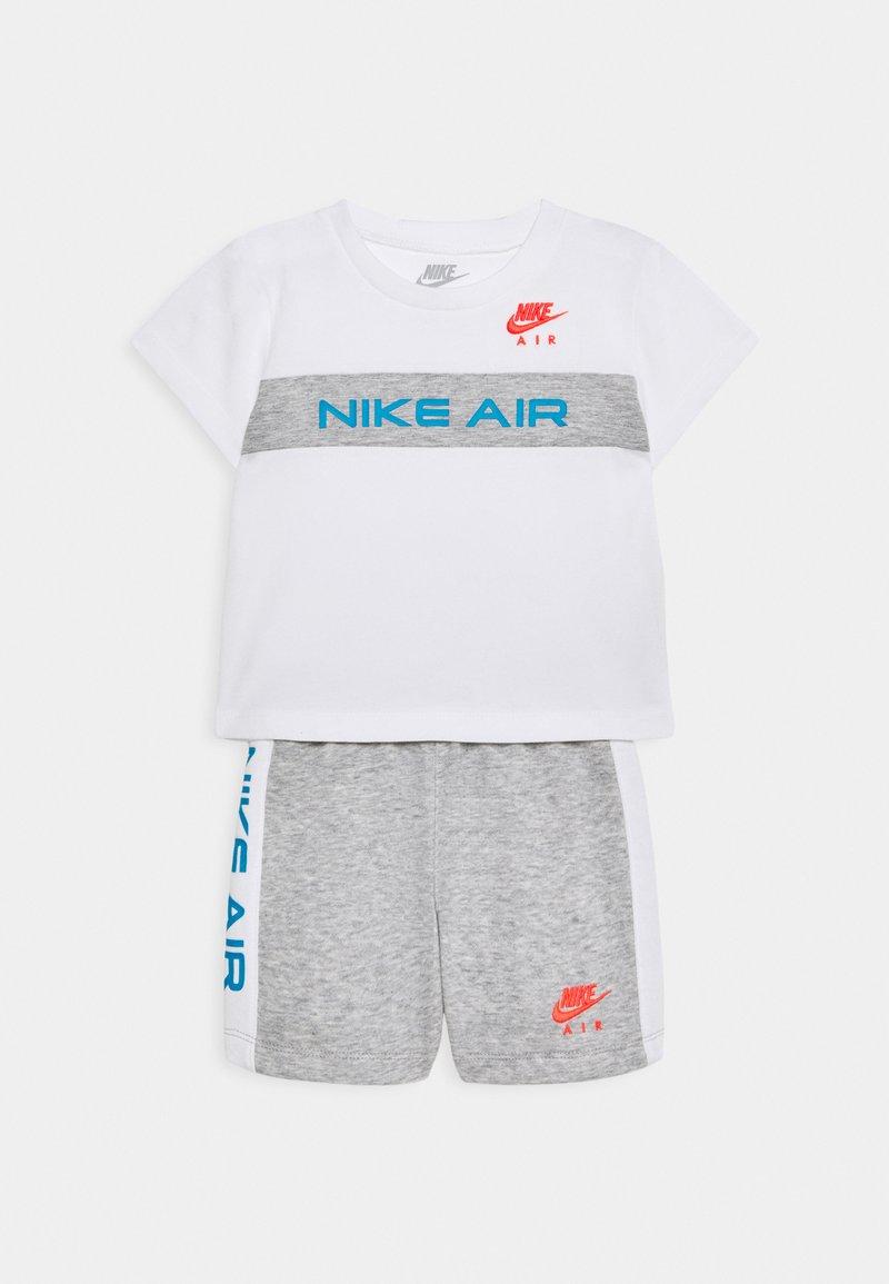 Nike Sportswear - Triko spotiskem - grey heather