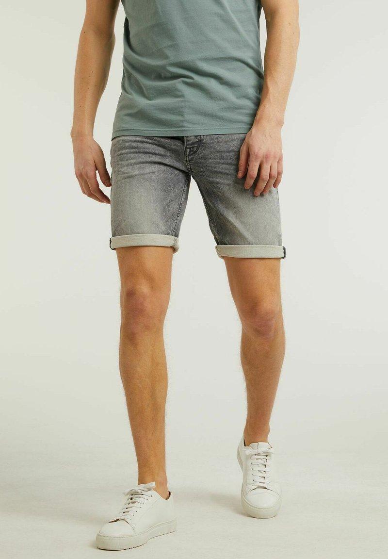 CHASIN' - Denim shorts - grey