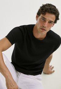 Massimo Dutti - Basic T-shirt - black - 5