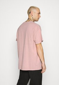 Topman - VERT LONDON TEE - Print T-shirt - pink - 2