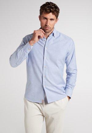 REGULAR FIT - Overhemd - hellblau