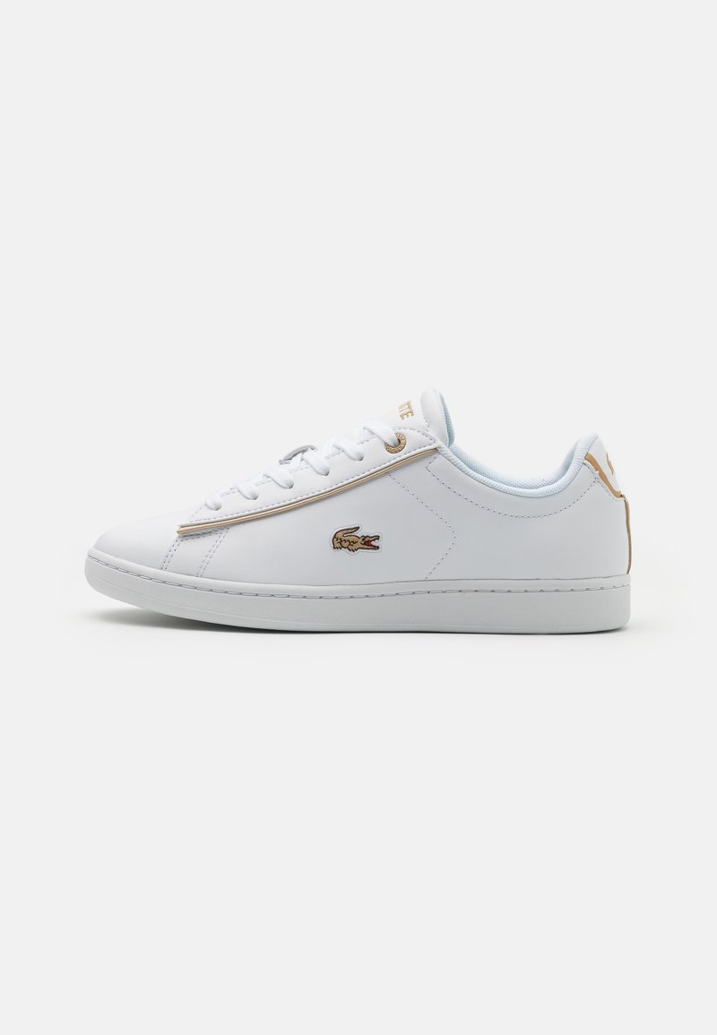 Lacoste - CARNABY EVO  - Trainers - white/gold