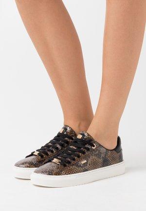 CRISTA - Sneaker low - black/brown