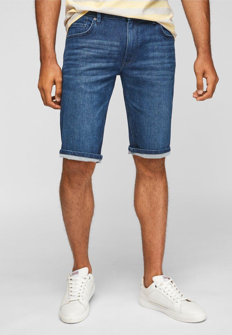 s.Oliver - REGULAR - Denim shorts - blue