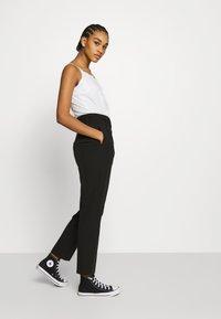 NA-KD - BELTED SUIT PANTS - Pantalon classique - black - 3