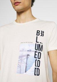 TOM TAILOR DENIM - WITH FOTOPRINT - Print T-shirt - soft beige solid - 5