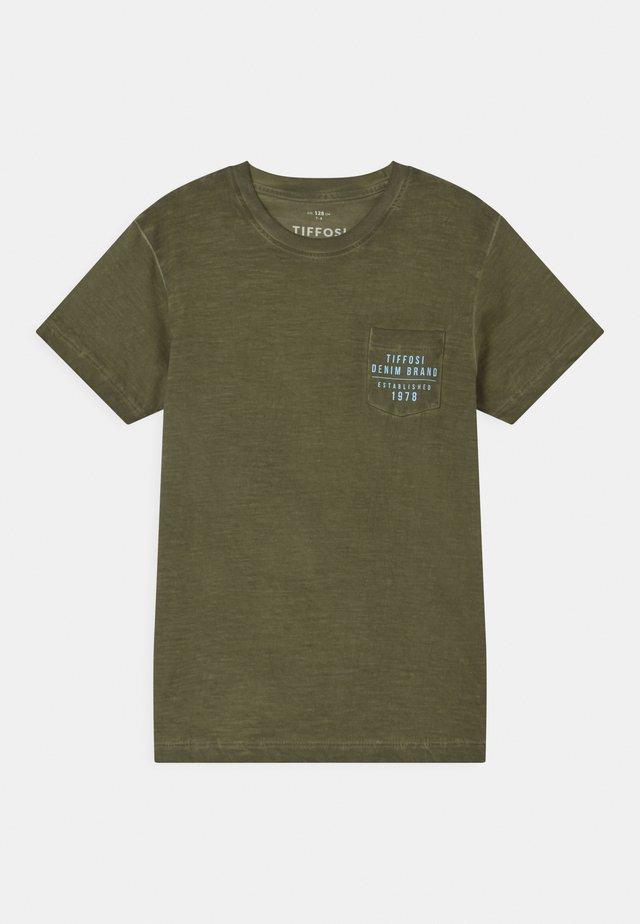 FRANCISCO - Print T-shirt - green