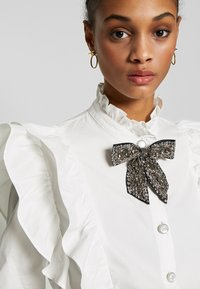 Sister Jane - MARY'S REIGN RUFFLE - Button-down blouse - ivory - 6
