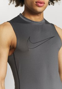 Nike Performance - Sports shirt - iron grey/black - 4
