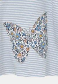 Lindex - MINI BUTTERFLIES - Print T-shirt - light blue - 2