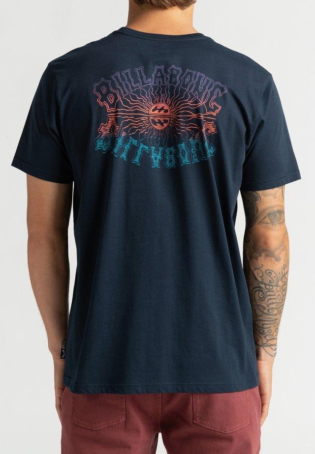 OKAPI - Print T-shirt - navy