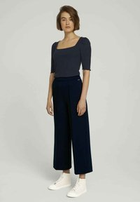 TOM TAILOR DENIM - RELAXED CULOTTE MIT RECYCELTEM - Trousers - dark blue - 1