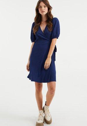 MET STRUCTUUR - Shift dress - navy blue