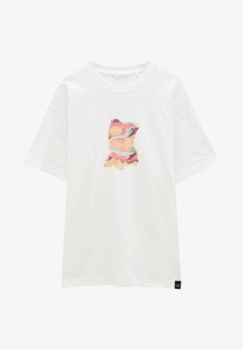MIT CHIPSTÜTE - Print T-shirt - off white