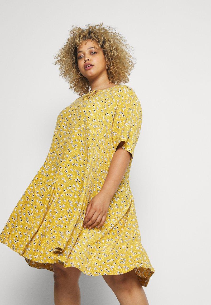 Zizzi - XANA KNEE DRESS - Korte jurk - golden yellow