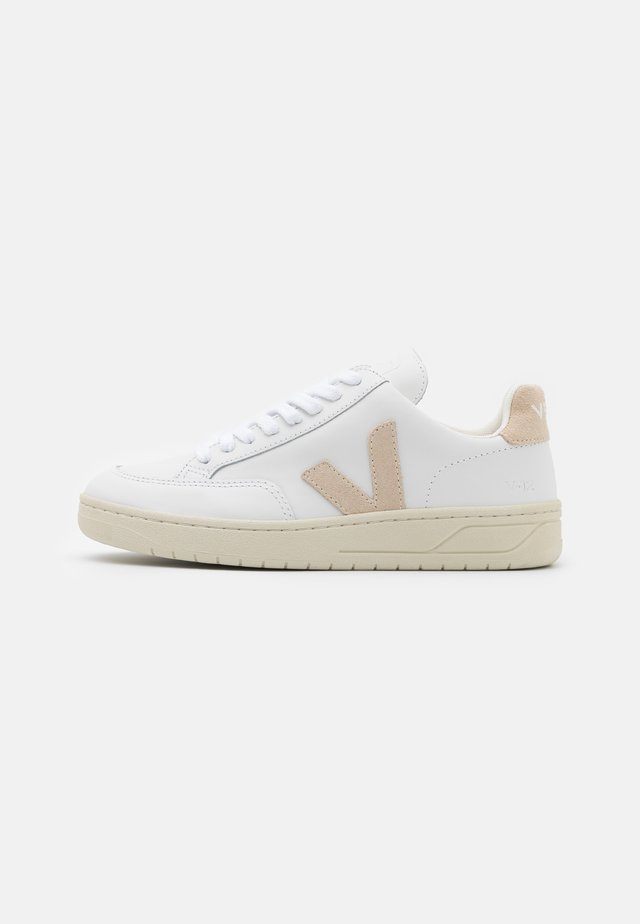 V-12 - Sneakers laag - extra white/sable