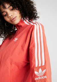 adidas Originals - ADICOLOR SPORT INSPIRED NYLON JACKET - Veste coupe-vent - trace scarlet/white - 4