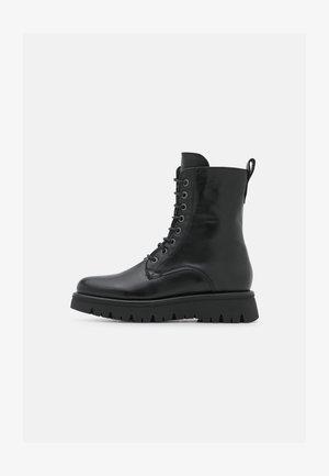 CLEO  - Kotníkové boty na platformě - black
