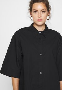 Monki - ELIN DRESS - Skjortekjole - black dark - 3