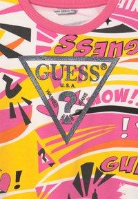 Guess - JUNIOR ACTIVE  - Sweatshirt - popstar yellow/multi - 2
