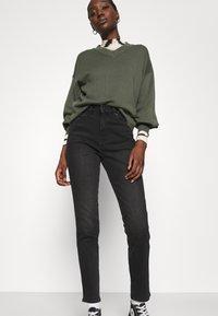 Wrangler - RETRO - Jeans slim fit - black track - 3