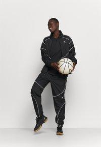 Nike Performance - BOY TEE - Triko spotiskem - black - 1