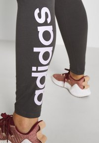 adidas Performance - ESSENTIALS TRAINING SPORTS LEGGINGS - Leggings - solid grey/purple tint - 5