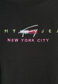 Tommy Jeans - CROP MODERN LOGO TEE - Camiseta estampada - black - 2