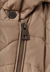 Finn Flare - MIT ASYMMETRISCHEM REISSVERSCHLUSS - Winter jacket - toffy - 4