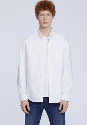 RELAXED FIT - Koszula - white