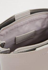 Inyati - LÉA - Across body bag - linnen grey - 4