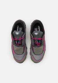 Dynafit - FELINE SL GTX - Trail running shoes - carbon/flamingo - 3