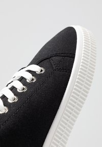 Rubi Shoes by Cotton On - CHELSEA CREEPER PLIMSOLL - Sneakersy niskie - black - 2