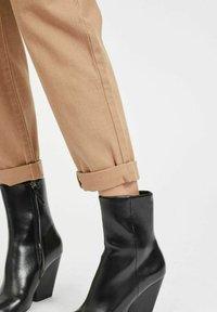 Vila - HOHER BUND - Straight leg jeans - tigers eye - 3