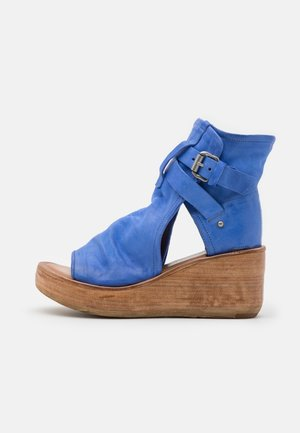 Ankle cuff sandals - blue
