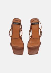 ÁNGEL ALARCÓN - Sandals - cuero16 - 4
