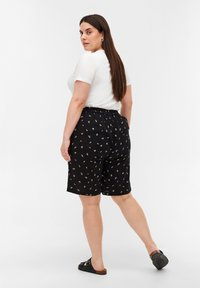 Zizzi - Shorts - black aop - 2