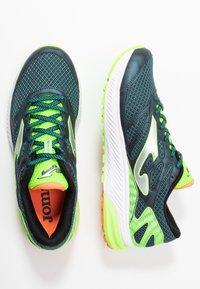 Joma - VICTORY - Obuwie do biegania treningowe - khaki/neon green - 1