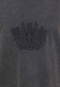 Han Kjøbenhavn - BOXY TEE - Print T-shirt - faded dark grey - 5