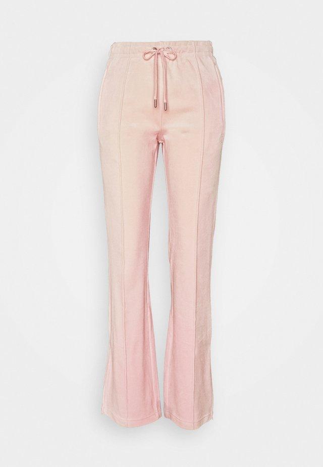TINA - Pantalones deportivos - almond blossom