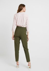 KIOMI TALL - Pantalon classique - olive night - 2