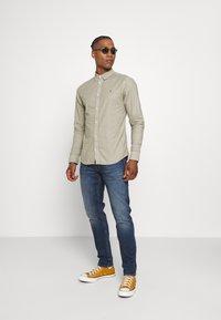 AllSaints - HUNGTINGDON SHIRT - Shirt - jasper green - 1