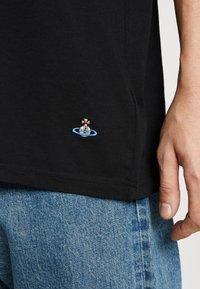 Vivienne Westwood - OVERSIZED CLASSIC - Camiseta estampada - black - 5
