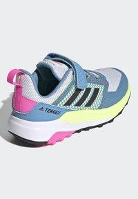 adidas Performance - TERREX TRAILMAKER - Zapatillas de senderismo - crystal white/core black/screaming pink - 2