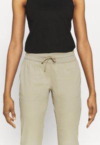 The North Face - WOMEN'S APHRODITE CAPRI - 3/4 sports trousers - twill beige - 3