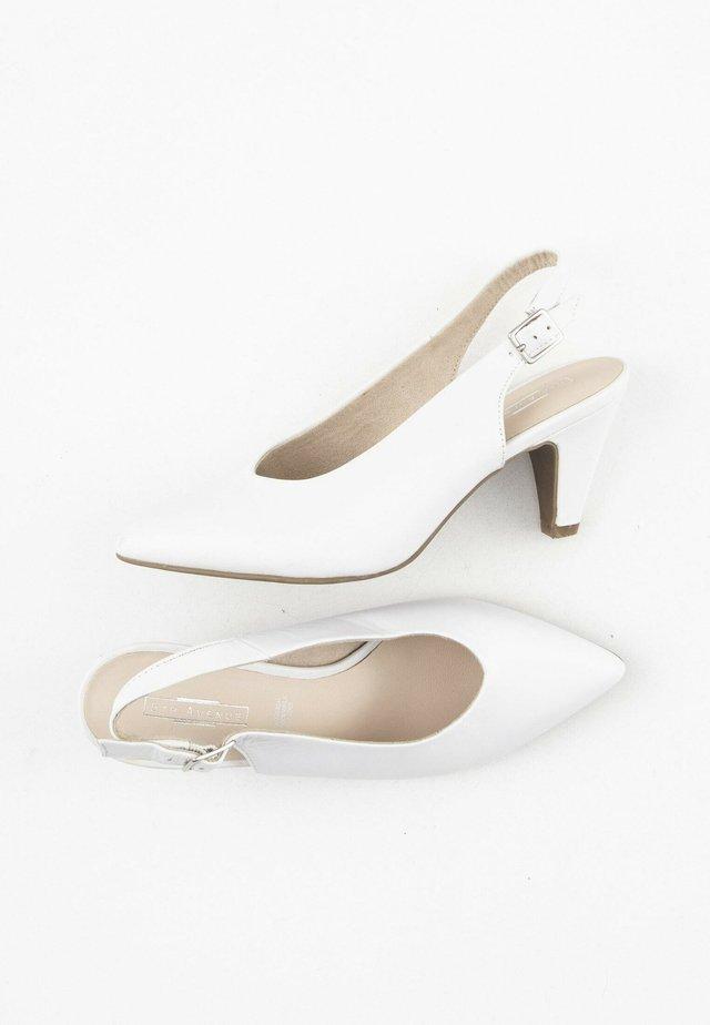 Klassieke pumps - white